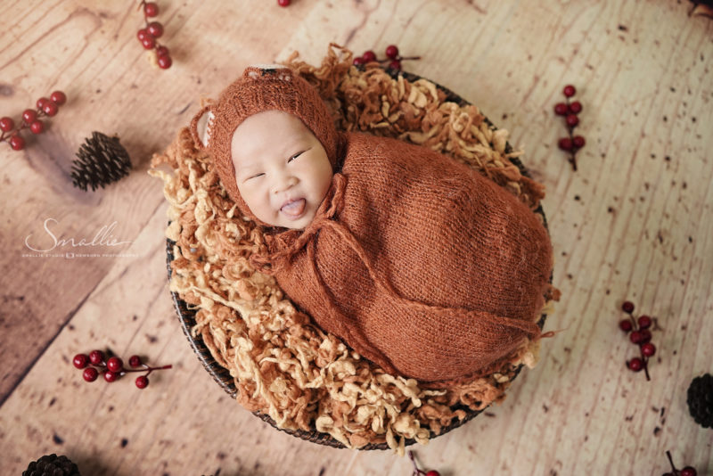 newborn photography autumn leaves