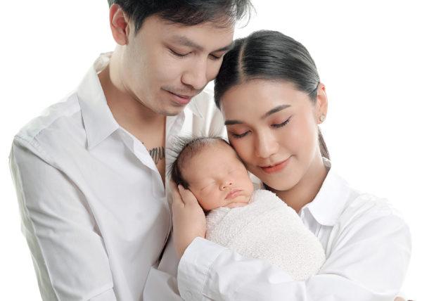 น้องธารา แม่ชมพู่ ก่อนบ่าย พ่อบอย